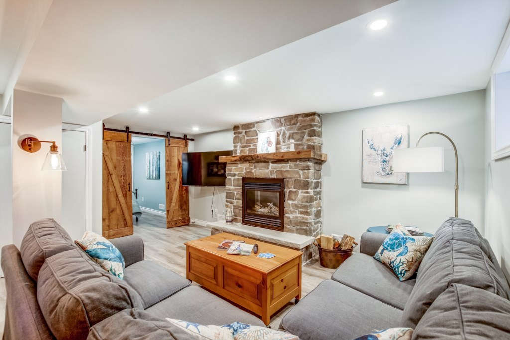 Gas Fireplace and TV in basement - Blue Pearl - Niagara Holiday Rentals - Niagara-on-the-Lake