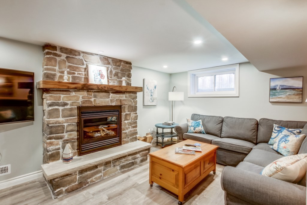 Cozy up in the basement with fire and a glass of wine - Blue Pearl - Niagara Holiday Rentals - Niaga