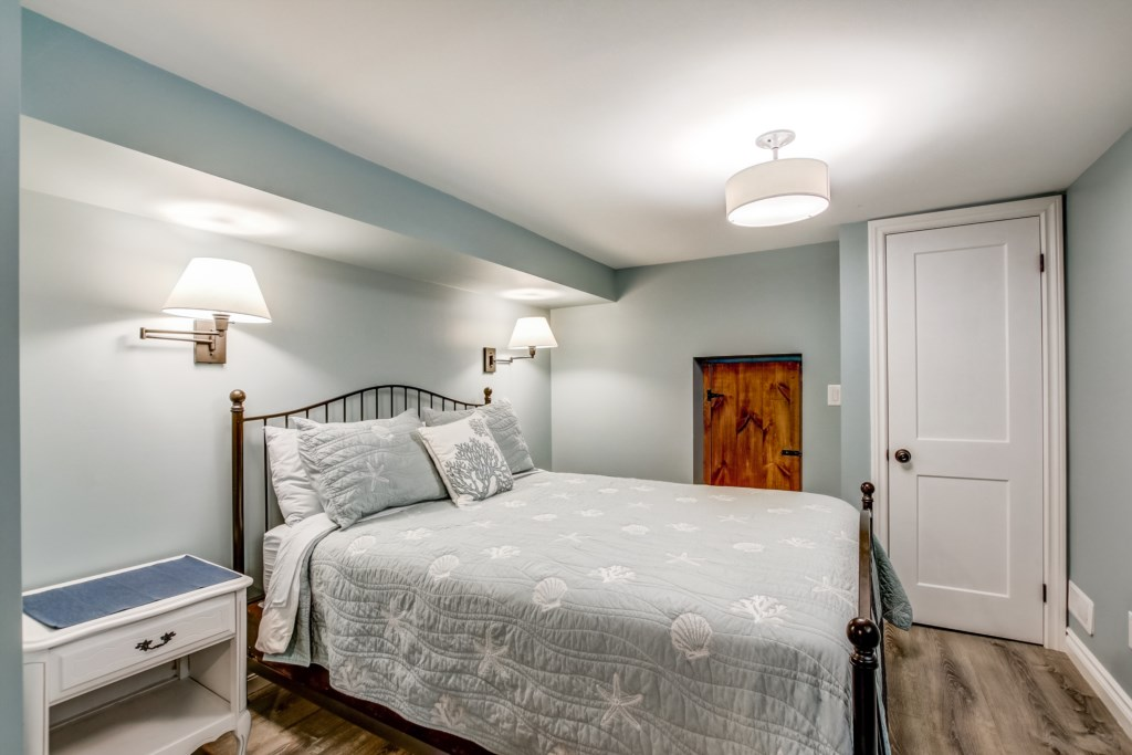 Queen Bedroom in Lower Level - Blue Pearl - Niagara Holiday Rentals - Niagara-on-the-Lake