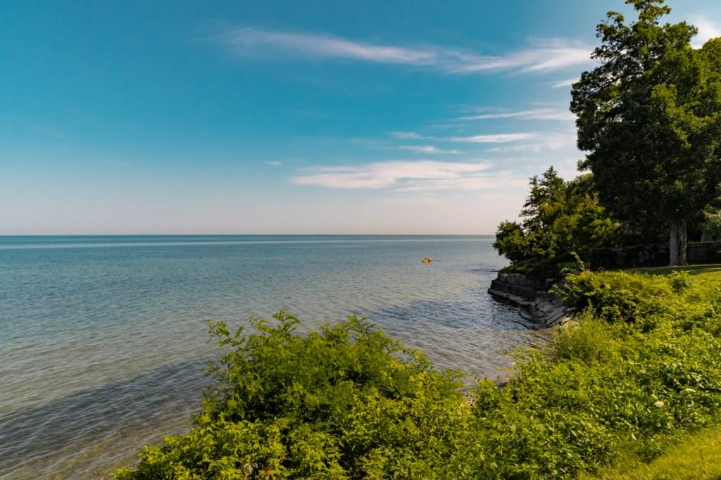 Ryerson Park has steps to access a small beach - Blue Pearl - Niagara-on-the-Lake