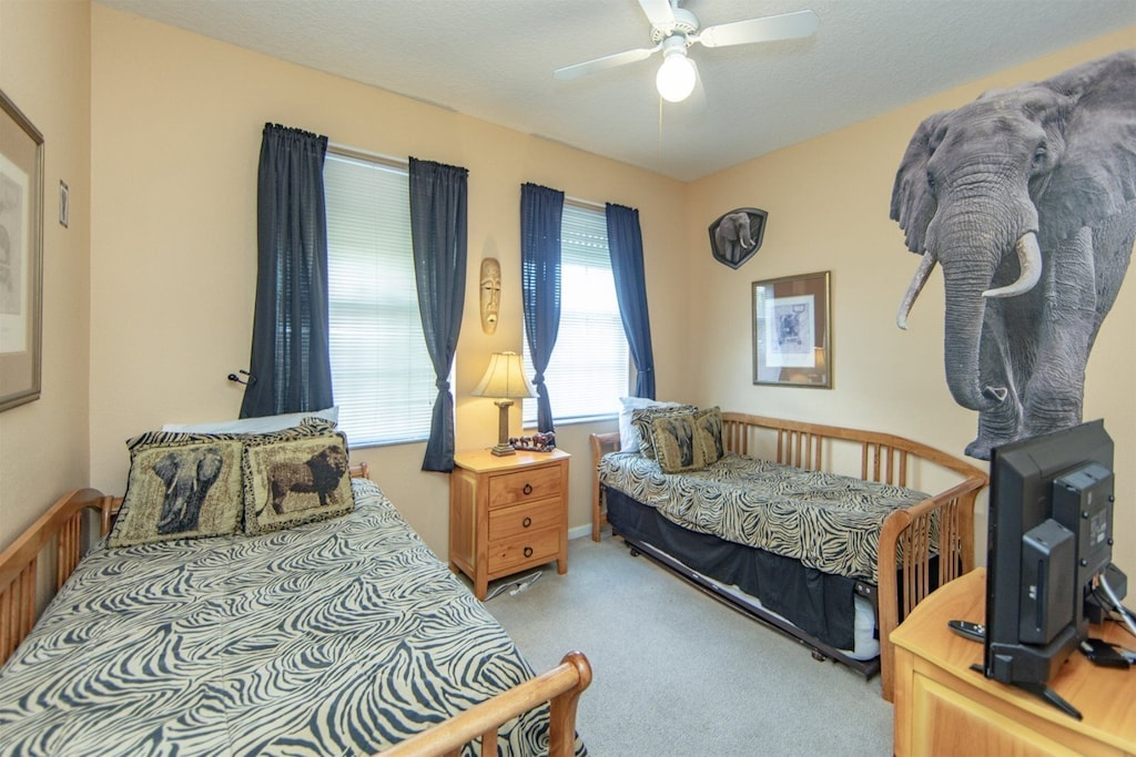 Jungle themed room with 2 twin beds