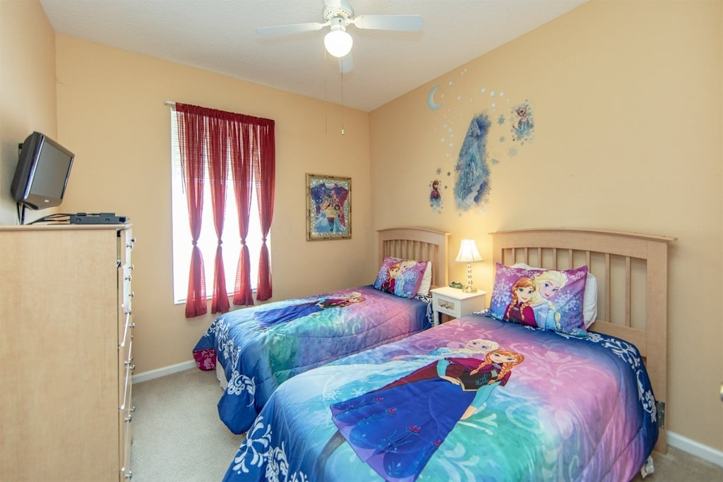 Princess room with 2 twin beds