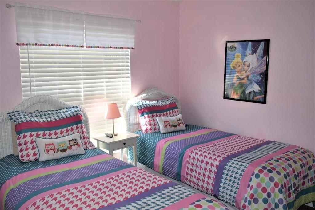 Girls Twin Room