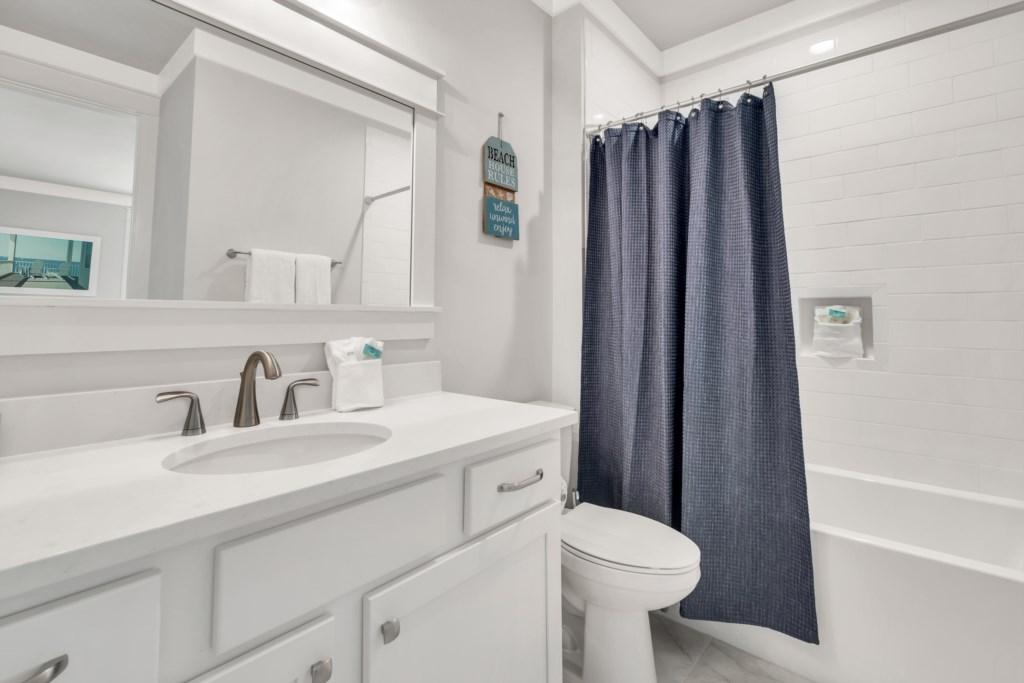 1st Floor King Bathroom
