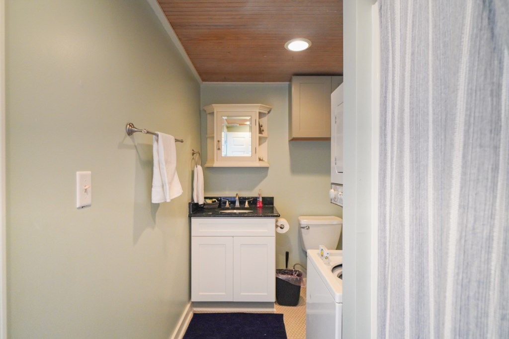 All bed/bath linens are provided as well as a washer/dryer