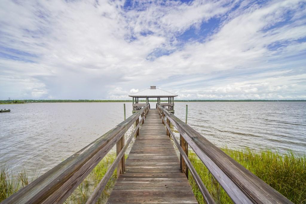 Shallow water dock great for kayaking, crabbing, and fishing
