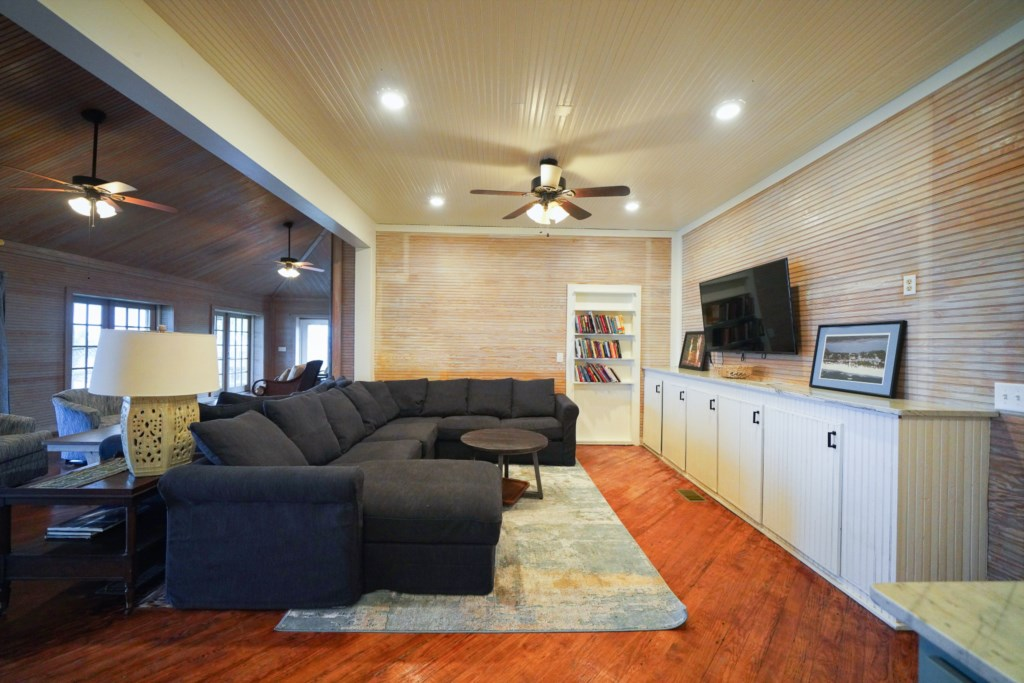 Enjoy cable on all flat screen televisions and wireless highspeed internet throughout the estate