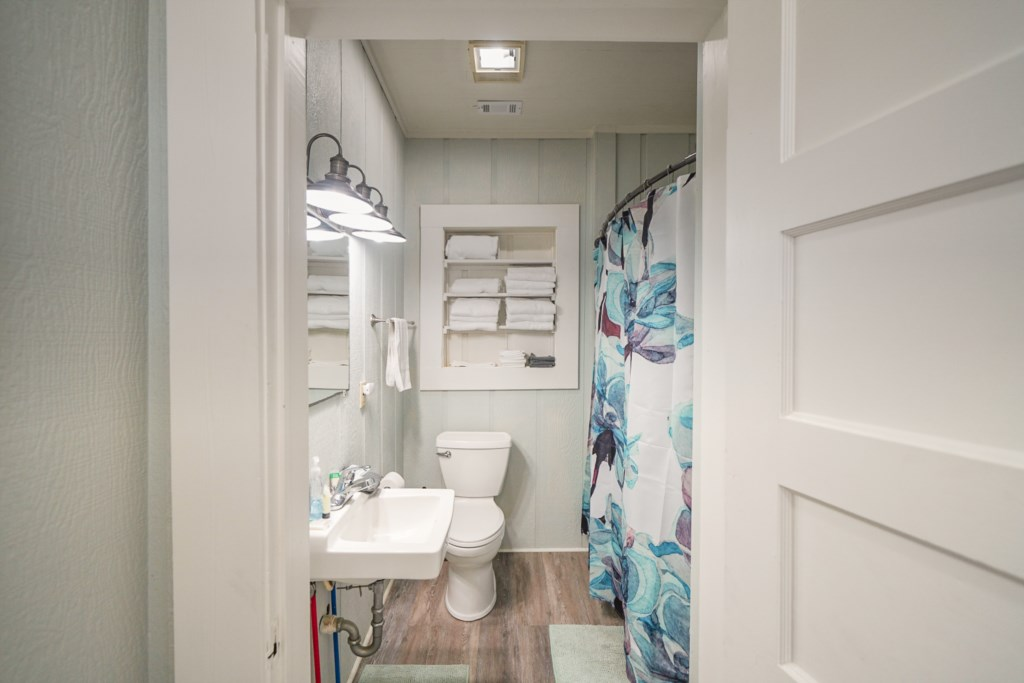 Guest bathroom with shower/tub combination