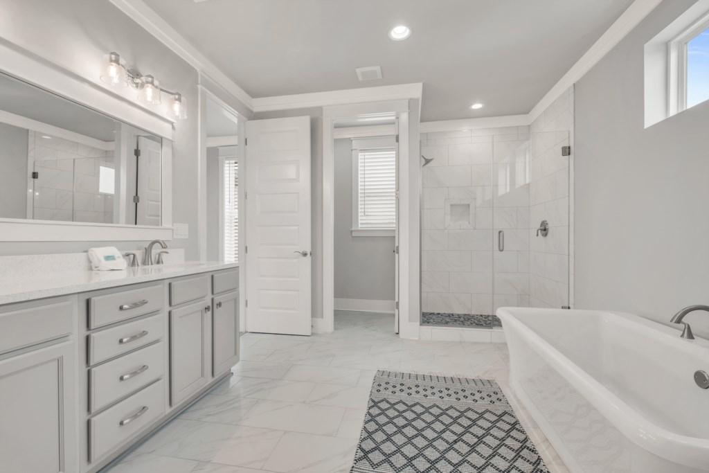 King Suite Bath