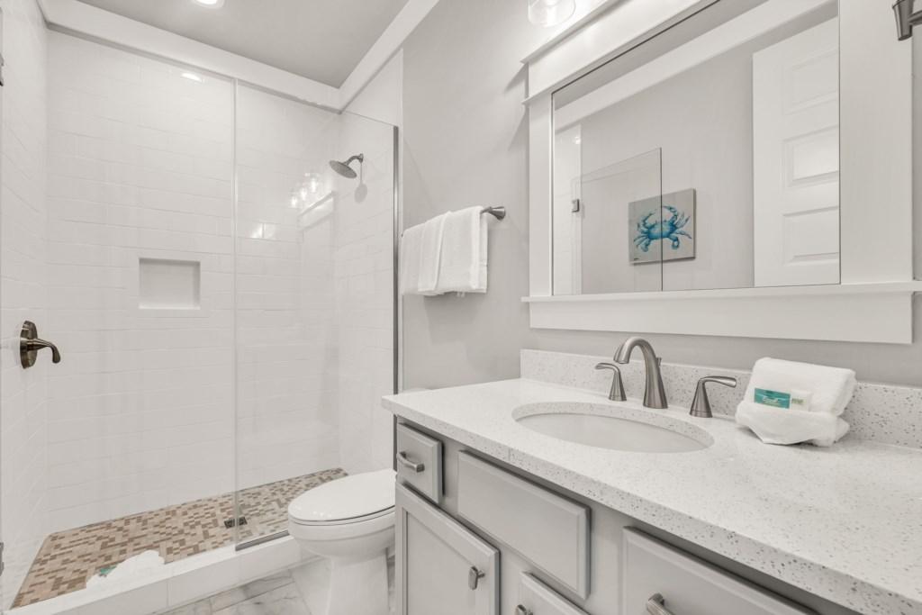 1st Floor Queen Bathroom