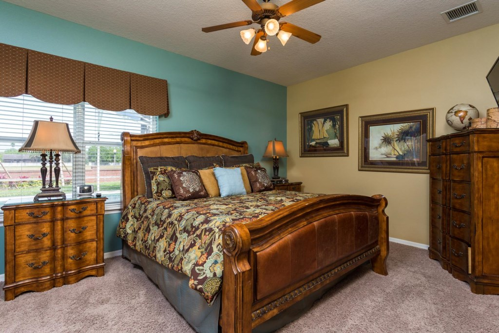 Stylish downstairs king master suite 1 bedroom