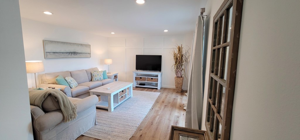 Comfortable seating area in the living room with flat screen TV