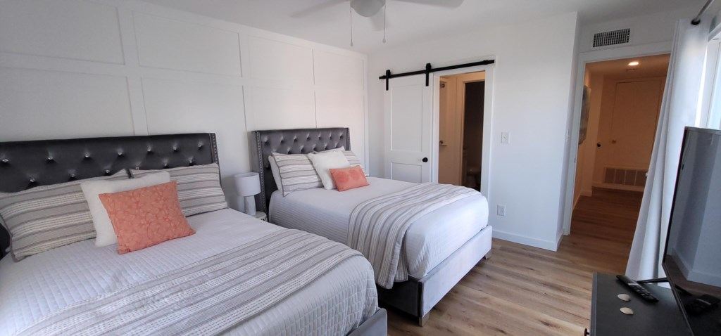 Second bedroom with 2 full beds