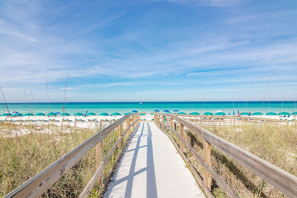 This unit is on the beach and has those breathtaking views of the Gulf of Mexico