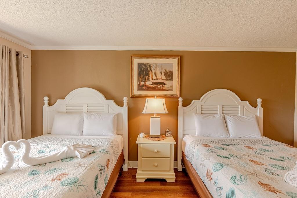 Bedroom offers Queen Beds