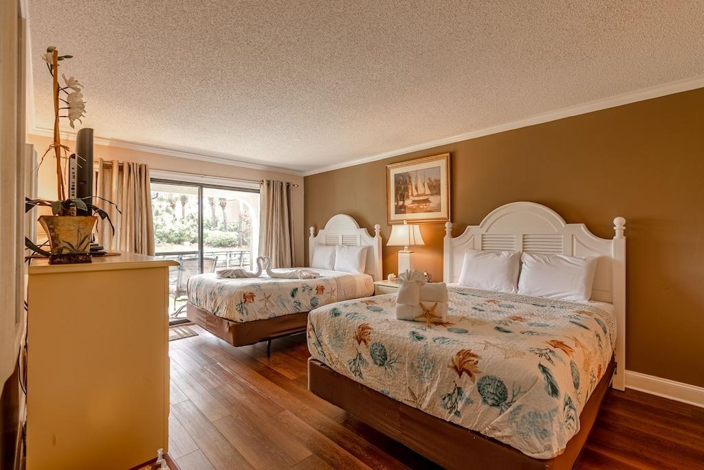 Bedroom offers 2 Queen Beds