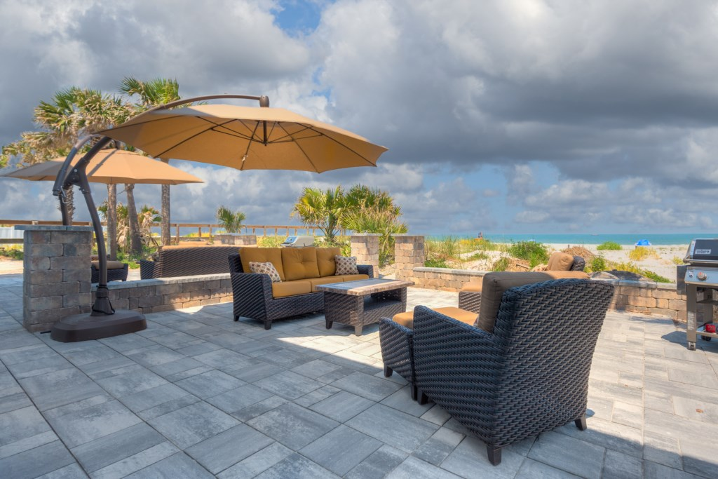 Private Patio 6 Piece Wicker furniture with Sun Umbrella & Stailess Steel Weber Grill