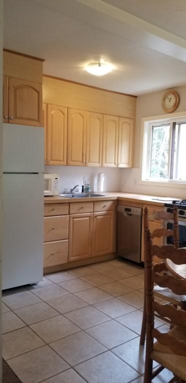 Kitchen upper 1.jpg