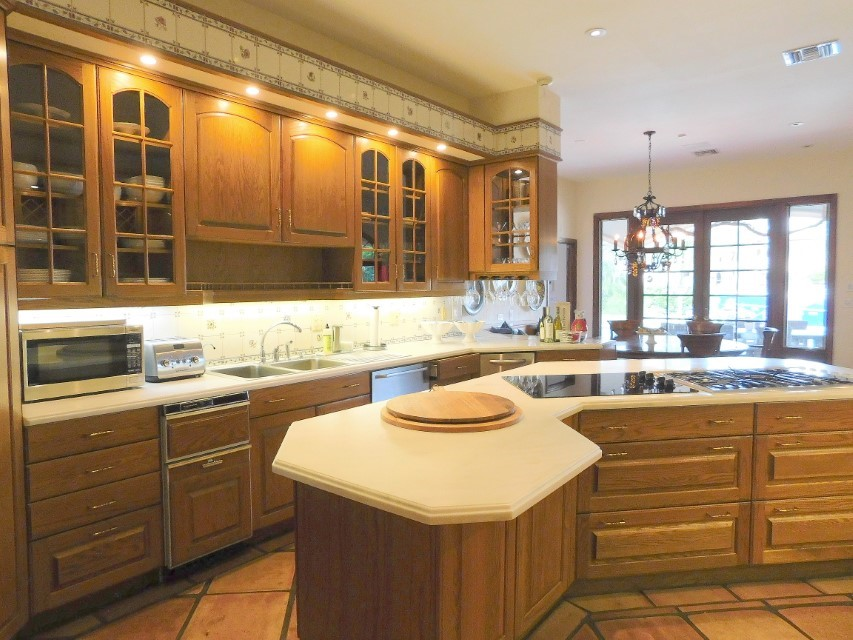 FABULOUS CHEF'S KITCHEN AND DINING POOL VIEW