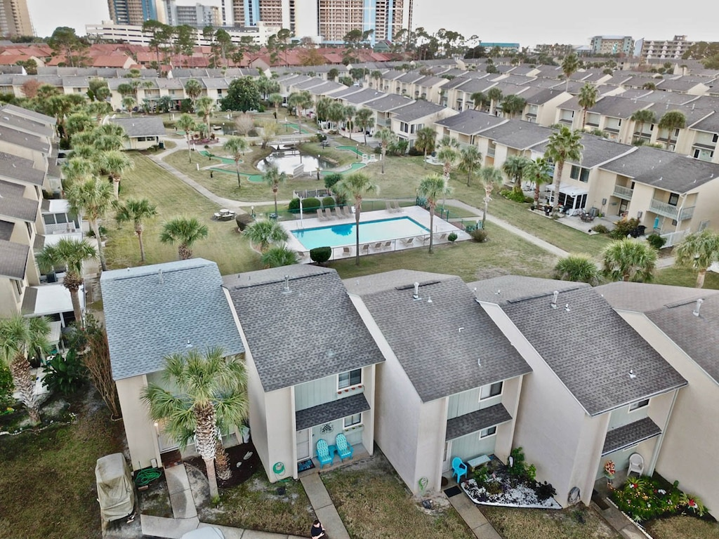 5 Min walk to the beach - a 2 min walk to 1 of the pools on property