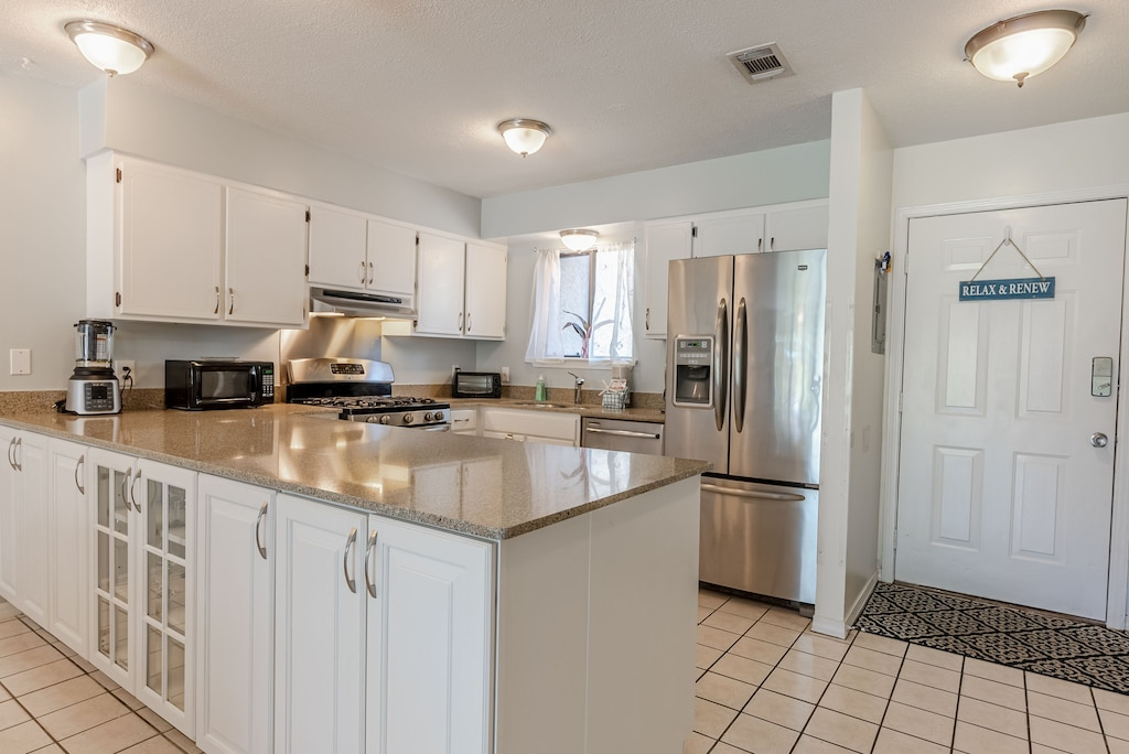 Plenty of space in the kitchen -