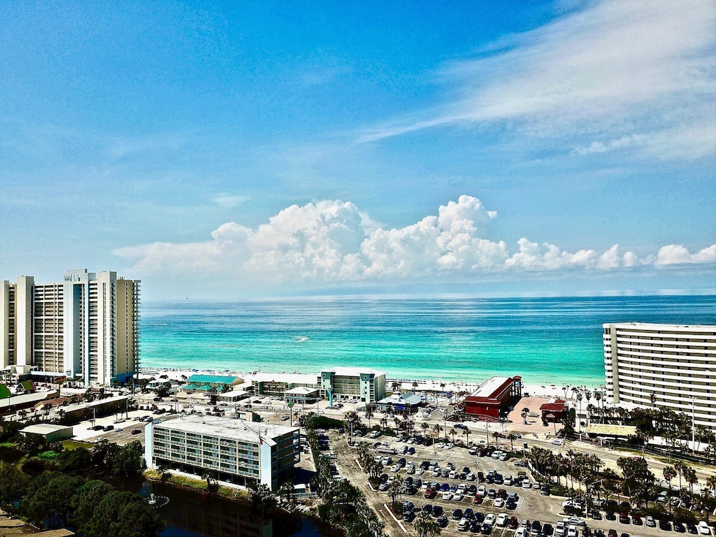 Across the street from the gulf - short 5 min walk to the beach