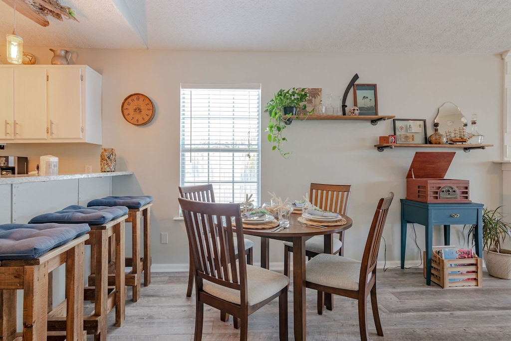 Dining Area - Seating for 4
