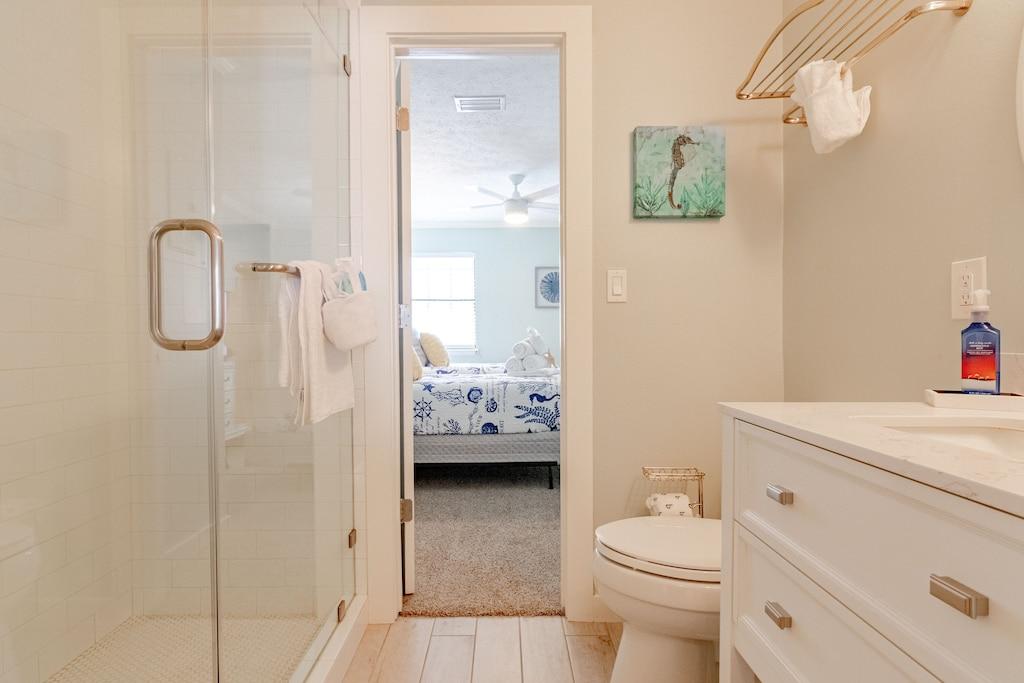Full bath off Bedroom 2
