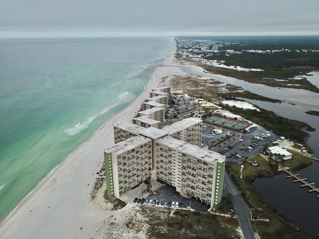 Welcome to Beachy King @ Pinnacle Port. This 9th Floor unit sleeps 4