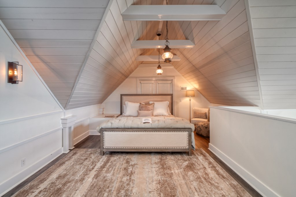 Open loft for the primary bedroom, king