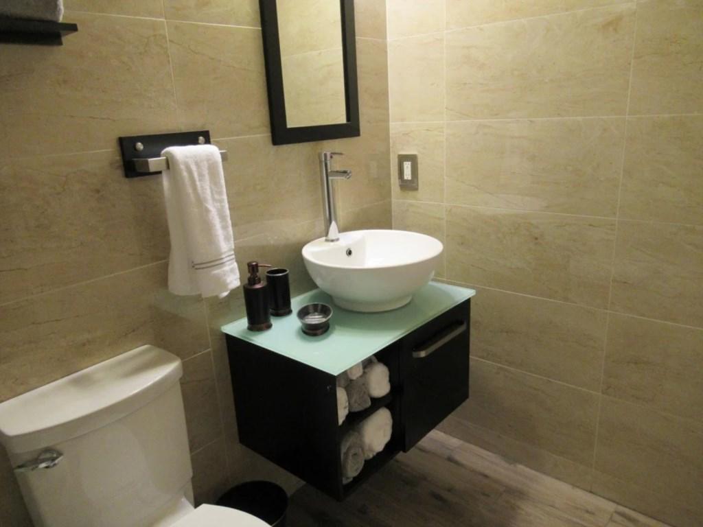bathroom1 (2).jpg