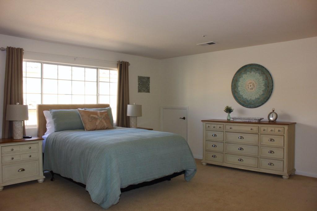 Lower Guest Room (Queen)