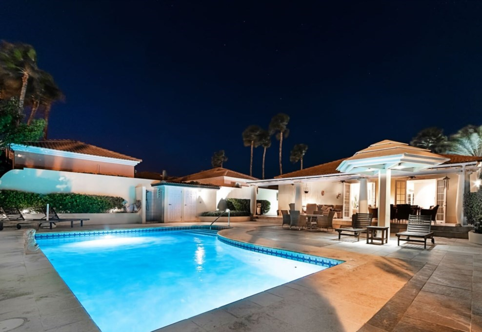 Very nice evening ambiance, large pool