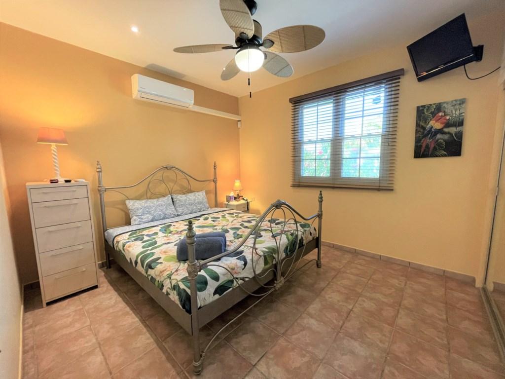 Nice bedroom with Queen size bed ,