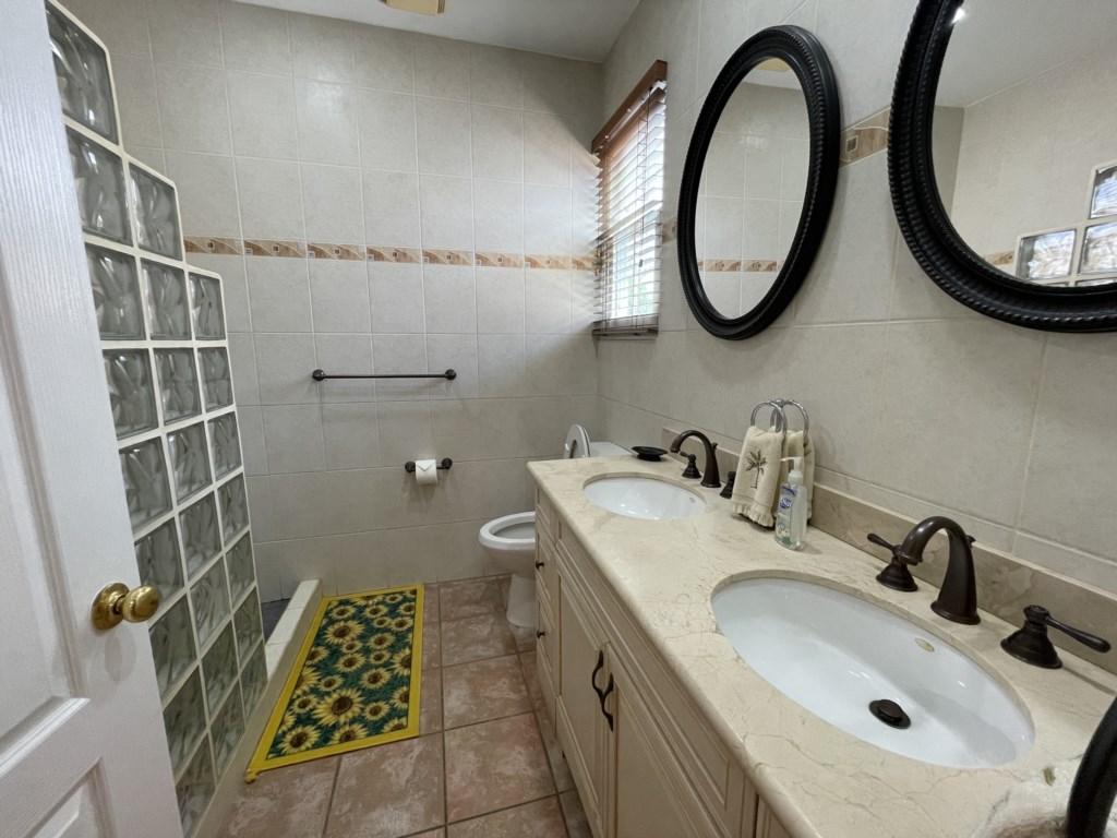 Master Bathroom, double sinks, walk in shower