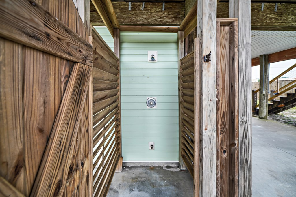 Easy cleanup with shot/cold outdoor shower