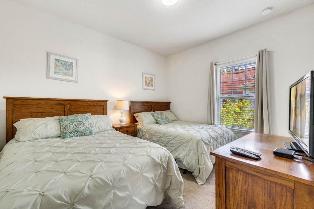 Quarto 3 camas casal.jpg