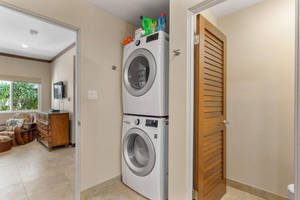 Full Washer/Dryer in Master Bathroom