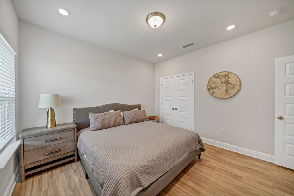 Additional primary bedroom with king bed