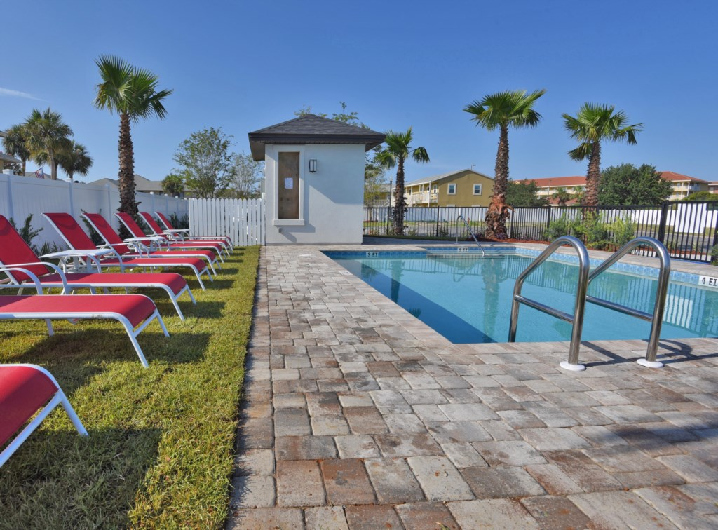 Guests can use the pool area with lounge seating