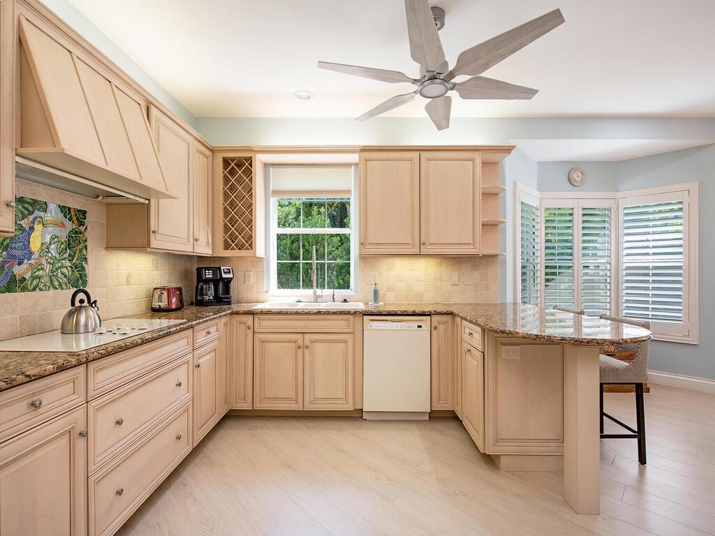 269ColonadeCirNaplesFL34103USA-005-007-Kitchen-MLS_Size