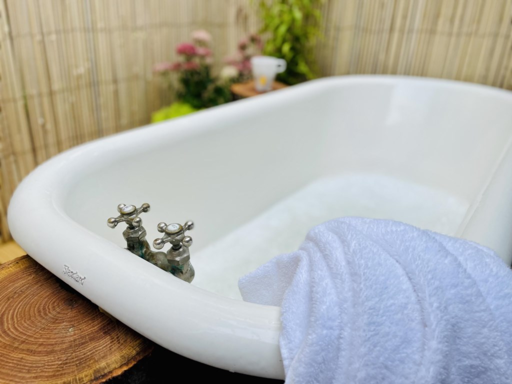 outdoor tub!