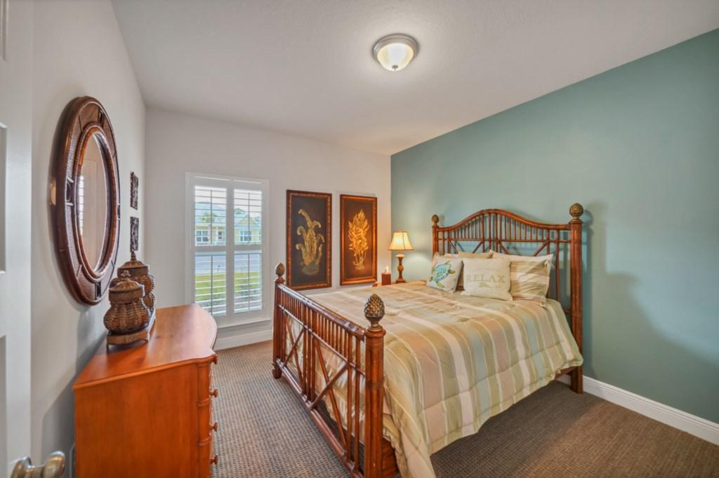 Additional queen bedroom