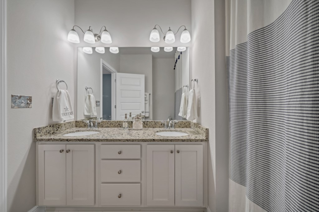 Large guest bathroom; all linens are provided less beach towels